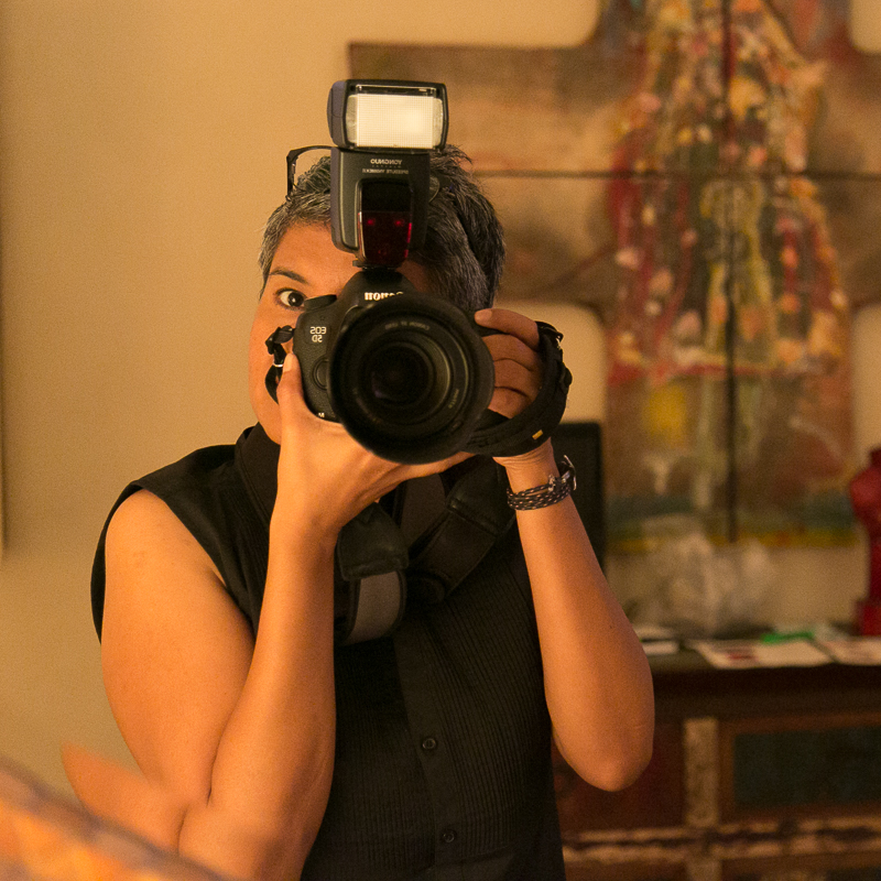 Capturing images at a Private Art Auction in Casa Tabachines for the Los Mangos Library and Cultural Center in 2018.